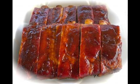 Costelas de Porco ao Molho Barbecue e Purê de Maçãs Carameladas